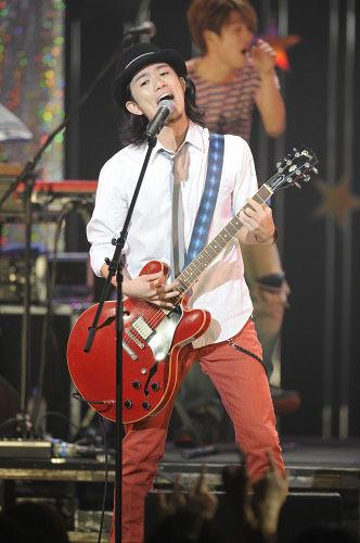 新曲「ビューティフル サン」をライヴ初披露したROCK'A'TRENCH (c)Listen Japan