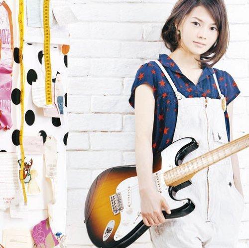 YUI「HELLO ~Paradise Kiss~」のジャケット写真