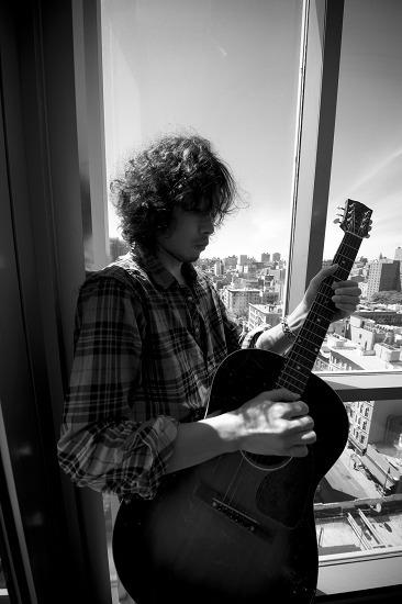 2010年3月、5年振りの武道館公演を行う斉藤和義 (c)Listen Japan