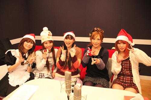 写真左より、Velforest.のIZNA、彩音、今井麻美、榊原ゆい、nao (c)ListenJapan