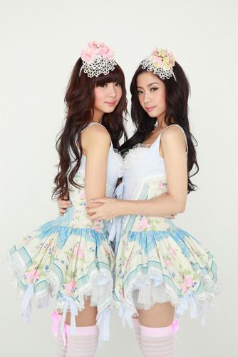 ほほえみの国・タイからやってきた双子のアイドルユニット・Neko Jump(ネコジャンプ) (c)ListenJapan