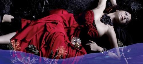 元タカラジェンヌAkane Liv率いるシンフォニックメタルバンドLIV MOON (c)Listen Japan