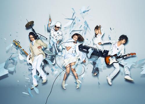 2009年レーベル移籍を経て新たなスタートを切った5人組、Bahashishi (c)Listen Japan