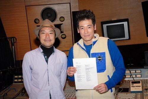 トータス松本(写真左)が佐藤隆太主演ドラマの主題歌を担当 (c)Listen Japan