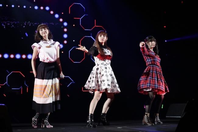 ユニット「なかまつたけ」として「空色デイズ」をコラボした(写真左より)松井玲奈・中川翔子・竹達彩奈