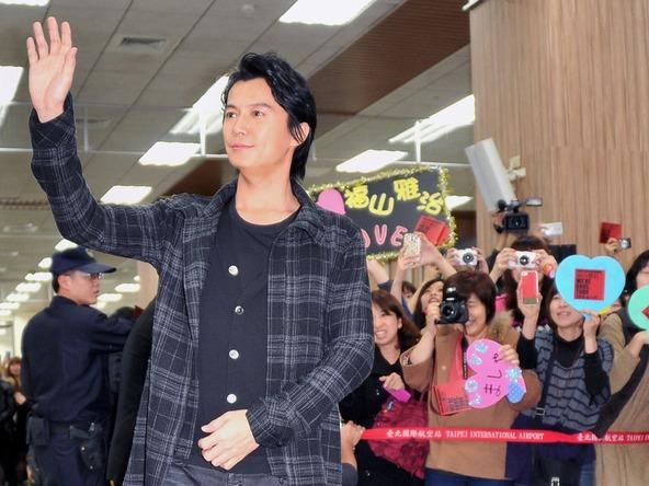 福山雅治が「WE'RE BROS.TOUR 2014 IN ASIA」の会見で台湾・香港へ2度目の公式訪問! (okmusic UP\'s)