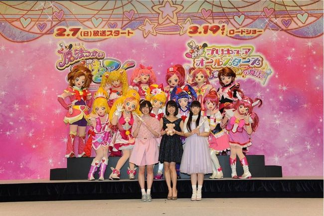 合同記者会見に登壇した(写真左より)高橋李依、新妻聖子、堀江由衣 (C)テレビ朝日