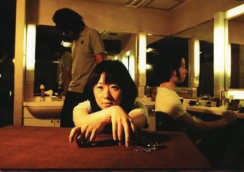 小谷美紗子、吉野寿、向井秀徳が新宿LOFTで弾き語り対決!(写真は小谷) (c)Listen Japan