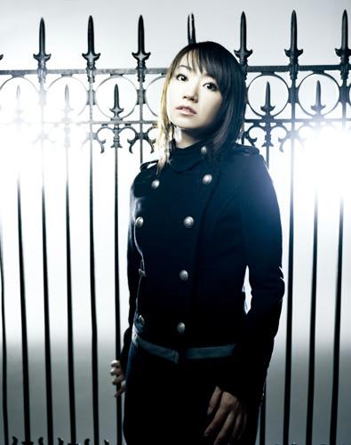 シングルの連続リリースなど、2010年もその勢いが止まらない水樹奈々 (c)ListenJapan