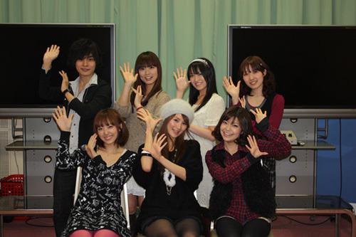 小林ゆうさん(前列中央)他、「おおかみかくし」キャストのみなさん (C)Konami Digital Entertainment/嫦娥町役場