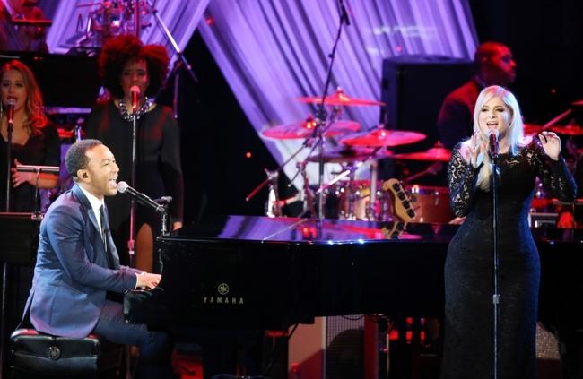 グラミー賞授賞式にて、ライオネル・リッチーの名曲をパフォーマンスすることが決定したジョン・レジェンド&メーガン・トレイナー(Getty Images)