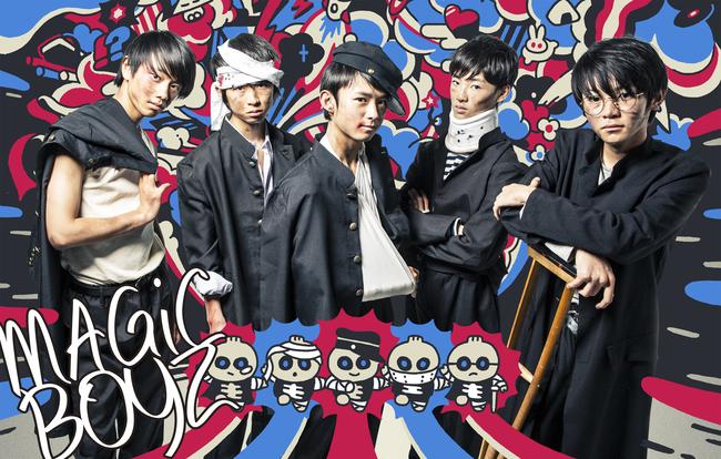 MAGiC BOYZ (左から: MCユウト、MCトーマ、MCフウト、MCリュウト、DJマヒロ)
