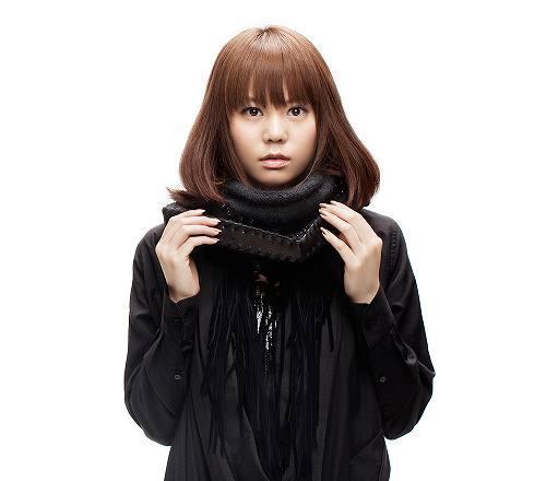 菅原紗由理、初のフルアルバム『First Story』初回盤ジャケット (c)Listen Japan