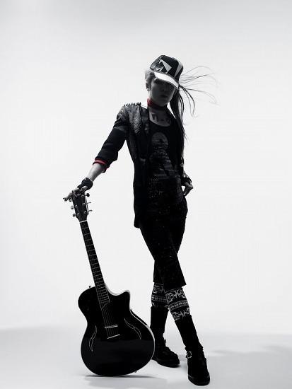EMI Music Japanに移籍した 雅-MIYAVI- (c)Listen Japan