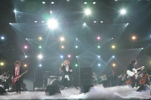 バンクーバー冬季オリンピックテーマ「BLESS」を披露したL'Arc〜en〜Ciel (c)Listen Japan