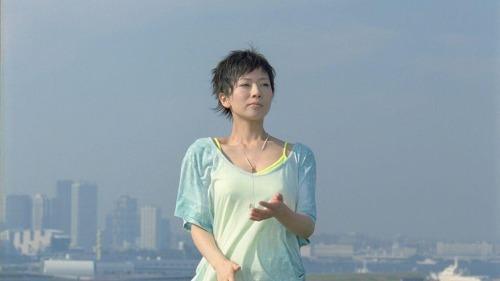 江崎グリコ ウォータリングキスミントガム 新TV-CM「遠心力」篇より (c)Listen Japan