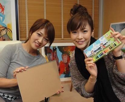 「めざにゅ〜」テーマソングを書き下ろしたBONNIE PINK(写真左)が同番組キャスター杉崎美香と対面 (c)Listen Japan