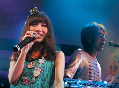 Sweet VacationのMayとDaichi (c)Listen Japan