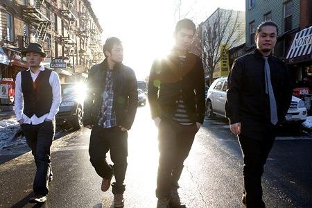 """ボストンを拠点に活動中の日本人ロックバンド""""THE RICECOOKERS"""" (c)Listen Japan"""
