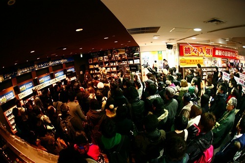 PE'Zがタワーレコード渋谷店でゲリラライヴ (c)Listen Japan