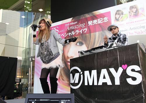 原宿でライヴイベントを開催したMAY'S (c)Listen Japan