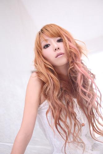 初のソロシングルとなる「シンクロしようよ」のリリースが決定した、元fripSideのヴォーカル・nao(なお) (c)ListenJapan