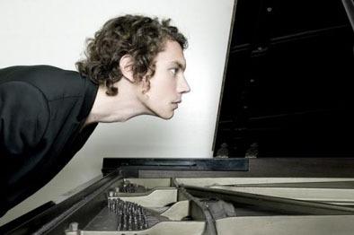 天才ピアニスト、フランチェスコ・トリスターノ、日本初のクラブギグ (c)Listen Japan