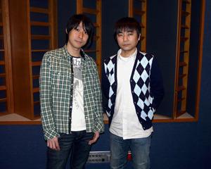 左:鈴村健一さん、右:石田 彰さん (C)フロンティアワークス