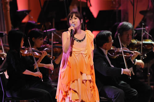 東京フィルハーモニー交響楽団との共演の模様がWOWOWで放映される一青 窈 (c)Listen Japan