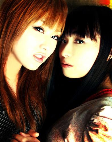 ARTERY VEINとしての初ライブが決定した喜多村英梨(左)、今井麻美(右) (C)2010 Team Gris_Gris / 5pb. Inc.