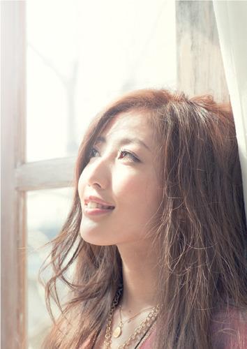 「Love is… with KG」が【レコチョク】着うた(R)週間ランキング初登場1位を獲得したTiara (c)Listen Japan