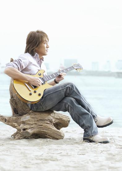 ラリー・カールトンとの共演作を発表するB'zの松本孝弘 (c)Listen Japan
