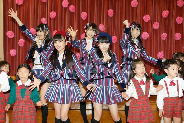 HKT48が桜新町 さくら幼稚園の花見にサプライズ参加 ?AKS (okmusic UP\'s)