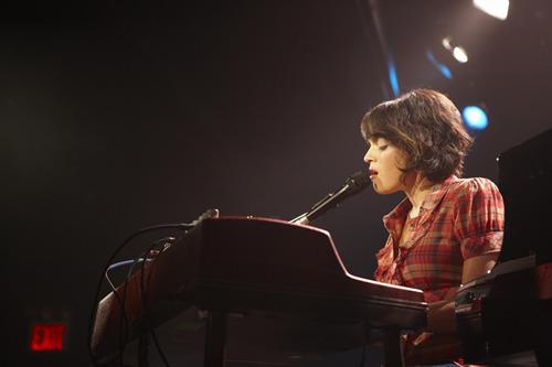 ワールドツアー中のノラ・ジョーンズ (c)Listen Japan