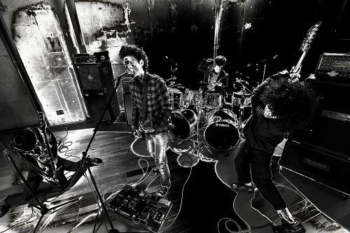 3rdアルバムをリリースする9mm Parabellum Bullet (c)Listen Japan