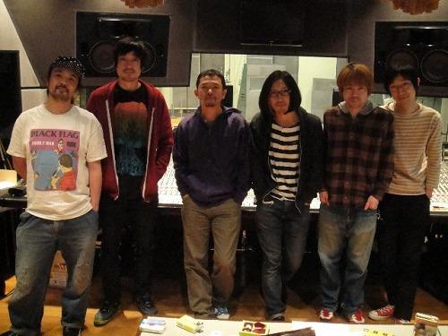 ライヴ共演以来、親交を深めているHiGEと奥田民生 (c)Listen Japan
