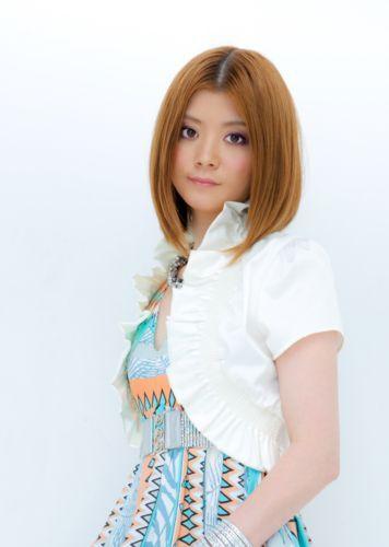 待望の1stアルバム『恋する君へ』をリリースするkumi (c)Listen Japan
