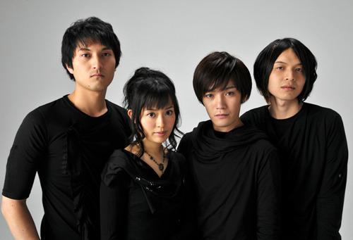 山本美禰子(左から2番目)率いる実力派バンド・ジギタリス (c)ListenJapan