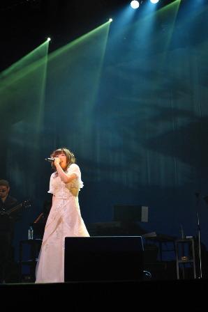 「Haruka Shimotsuki solo live Lv.3〜な、なんとシモツキンたちが…!?〜」より、熱唱する霜月はるか (C)TEAM Entertainment Inc./CRAFTSCAPE