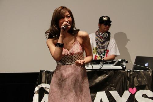 映画『音楽人』主題歌をライヴ披露したMAY'S (c)Listen Japan
