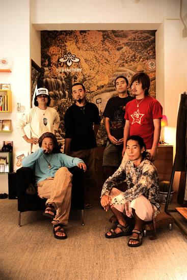 新作『イロハナ』をリリースするライヴ・バンドDACHAMBO (c)Listen Japan