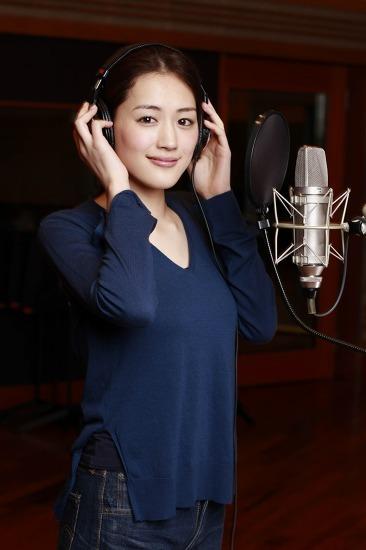 新曲「マーガレット」をレコーディングした綾瀬はるか (c)Listen Japan