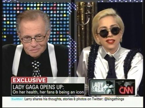 CNN「ラリー・キング・ライヴ」で対談したラリー・キングとレディー・ガガ (C)CNN (c)Listen Japan