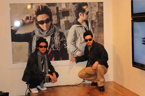 期間限定「Hilcrhymeカフェ」に訪れたHilcrhymeの2人 (c)Listen Japan