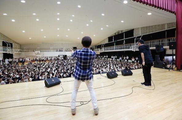 コブクロ@京都聖母学院中学校・高等学校 (okmusic UP's)