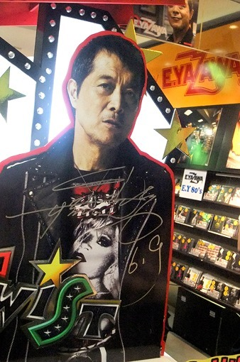 矢沢永吉がタワレコ渋谷店に残した直筆サイン (c)Listen Japan