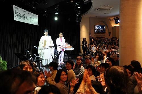 さだまさしが、25年ぶりにライヴハウスでイベント。神主が登場し、ステージ上でお祓いを実施 (c)Listen Japan