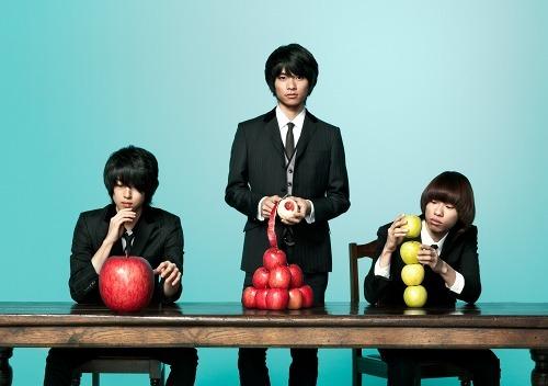 3人組ピアノロックバンド、WEAVER (c)Listen Japan