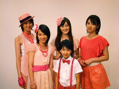 美少女女優5名からなるグループbump.y (c)Listen Japan