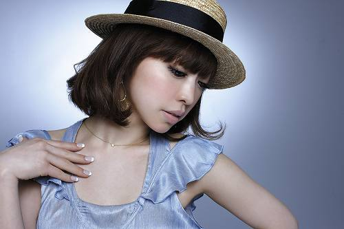 「遠く離れた場所で feat. C」がデビュー・シングルに決定したLily. (c)Listen Japan